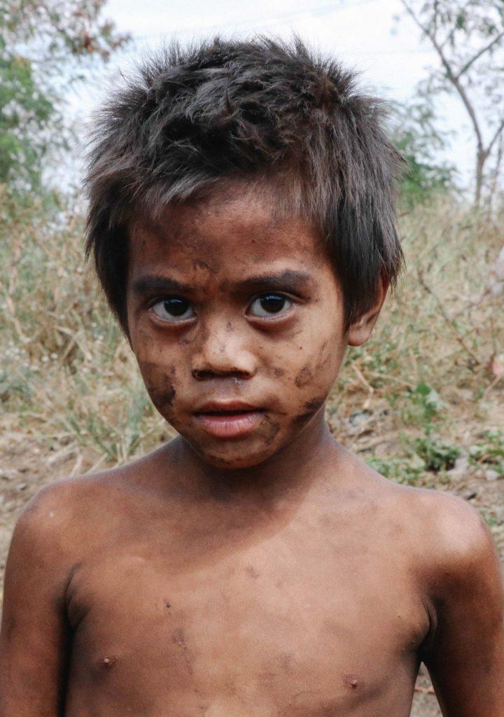 Unterstützen Sie ein Waisenkind aus Philippinen, Ukraine oder Afrika mit einer Spende von nur 30 Euro monatlich je Patenkind.